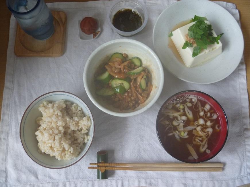 最近の朝ごはん 『キムキュー納豆定食』_c0115197_16283122.jpg