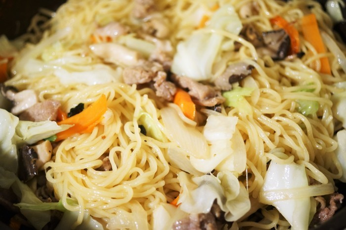 ■簡単5分昼麺【マルちゃんの塩焼きそば 作ってみました^^/ポテトサラダ】_b0033423_19035746.jpg