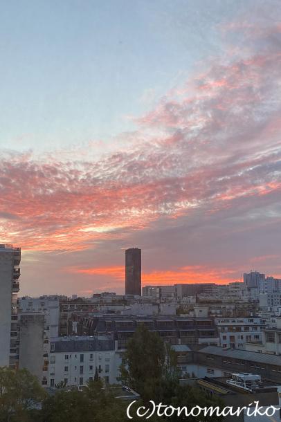 アパートからのパリの空。おまけに給食メニュー_c0024345_18504043.jpg