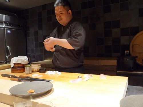 渋谷「熟成鮨 万」へ行く。_f0232060_1929060.jpg