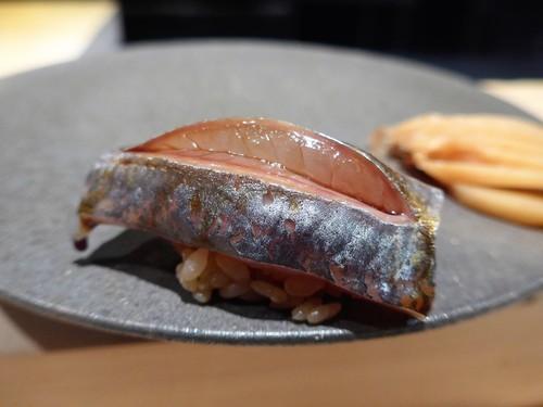渋谷「熟成鮨 万」へ行く。_f0232060_19291859.jpg