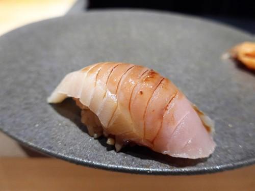 渋谷「熟成鮨 万」へ行く。_f0232060_19353935.jpg