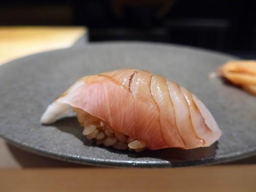 渋谷「熟成鮨 万」へ行く。_f0232060_1939350.jpg