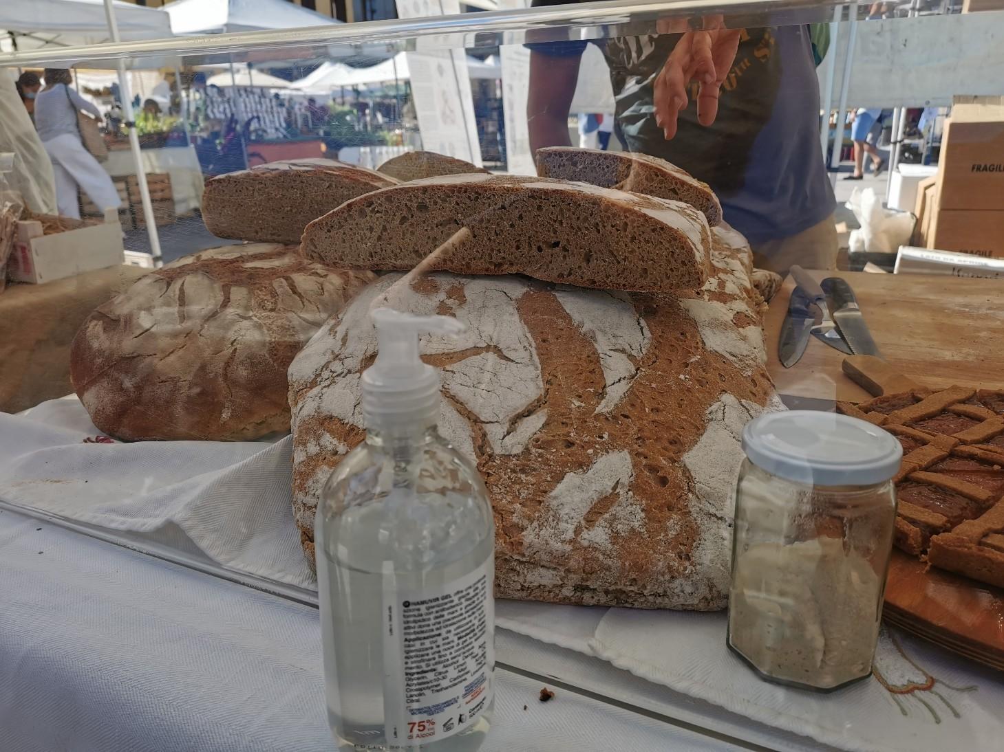 フィレンツェのオーガニック市フィエルーコラ~今回のテーマは「パン」_f0106597_04132559.jpg