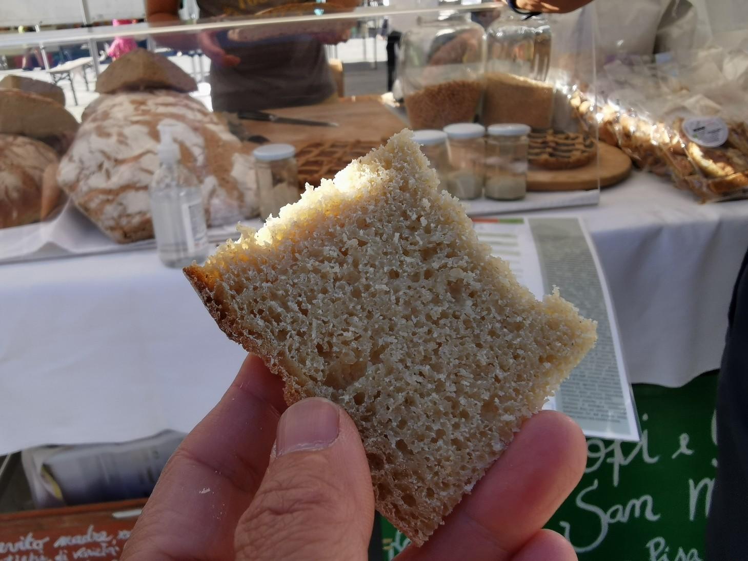 フィレンツェのオーガニック市フィエルーコラ~今回のテーマは「パン」_f0106597_04134414.jpg