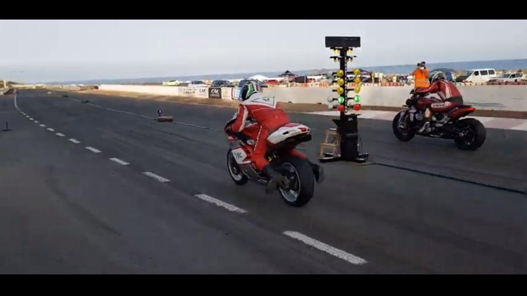 加速競争:Triumph Rocket 3 R vs MV Agusta 1000_f0004270_14101768.jpg