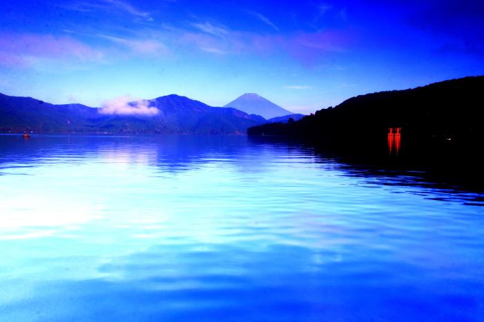 令和2年8月の富士(22) 芦ノ湖越しの富士 _e0344396_10372772.jpg