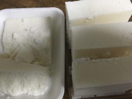 グレープシードオイルと塩の石鹸_b0173222_22482712.jpeg