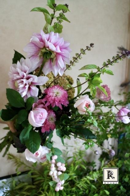 9月の季節のお花便りはすこし秋色の装いになりました_c0128489_16081560.jpeg