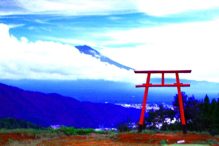 令和2年9月の富士(1) 河口浅間神社の鳥居と富士_e0344396_22011187.jpg
