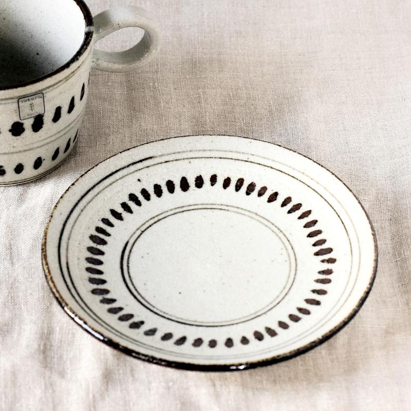 おすすめ☆【日本製】 根古芽(ねこめ)の飯茶碗とカップ&ソーサ_f0318397_14525203.jpg