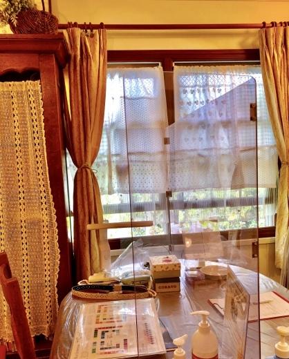 手作りカフェカーテンでサロンもさらに新しい様式に。。。_a0213806_11464545.jpeg