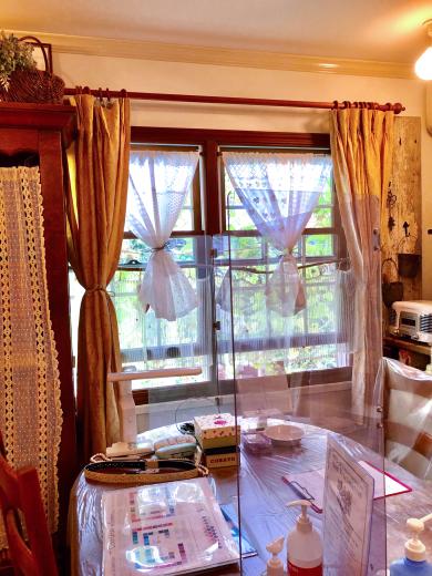 手作りカフェカーテンでサロンもさらに新しい様式に。。。_a0213806_11471899.jpeg