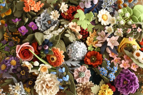 木の実のリースブローチ「いちばんちいさなフェルトの花アクセサリー」_e0333647_15450778.jpg