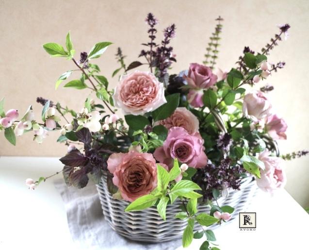 プレゼントのお花  アンティーク色のバラたちと_c0128489_20220609.jpeg