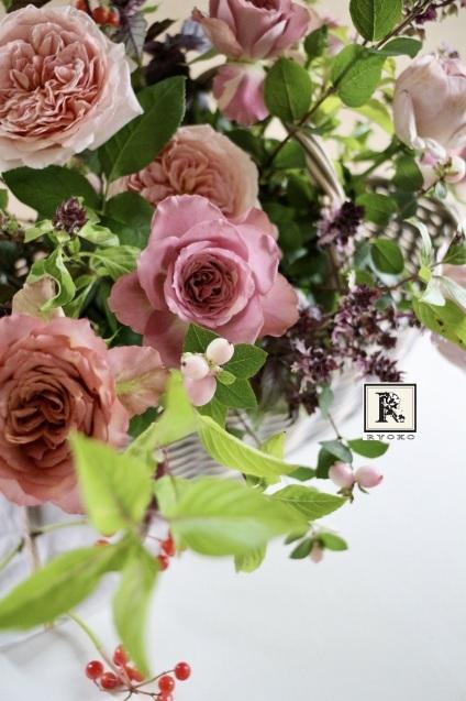 プレゼントのお花  アンティーク色のバラたちと_c0128489_20222747.jpeg