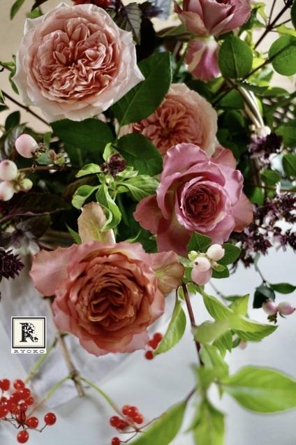 プレゼントのお花  アンティーク色のバラたちと_c0128489_20224430.jpeg
