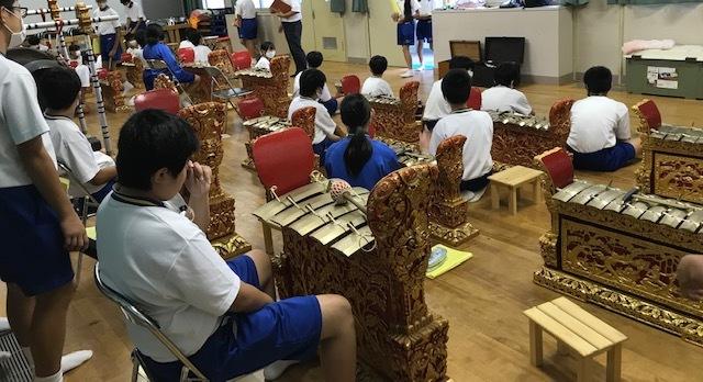 中学校の協同学習でのガムラン体験_e0017689_20301569.jpg