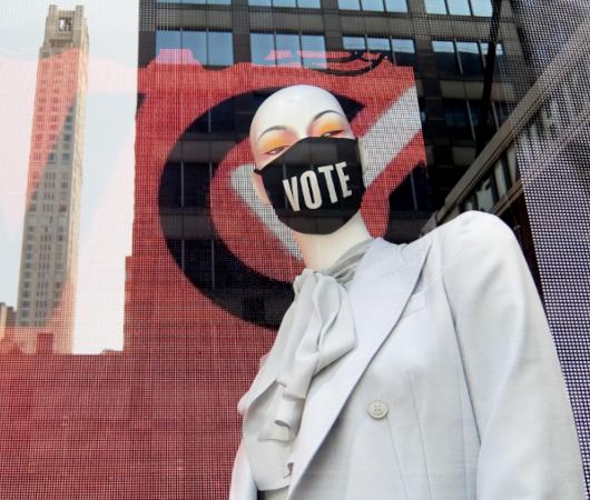 「選挙に行こう」と呼びかけるNPOのお洒落でユニークな寄付集め_b0007805_06203796.jpg