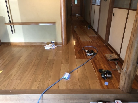 床張り工事_d0105615_08001376.jpeg
