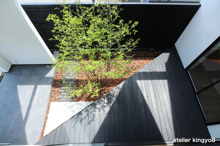 中庭のデザイン_b0132663_11373617.jpg