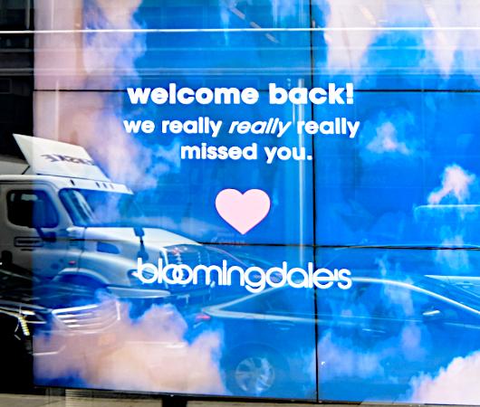 NYの街角(ブルーミングデールズ周辺)で見かけたサイン、メッセージ_b0007805_05420792.jpg