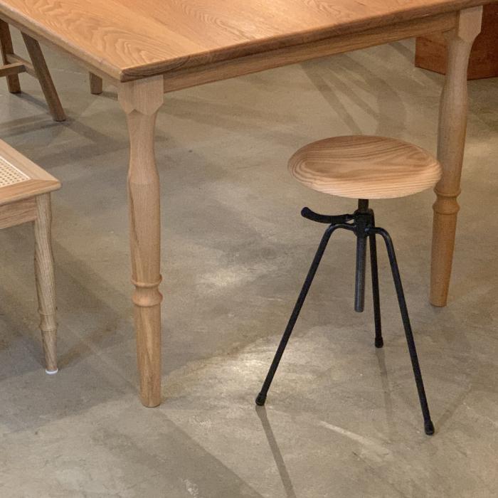 3 leg stool_c0362506_14520863.jpg