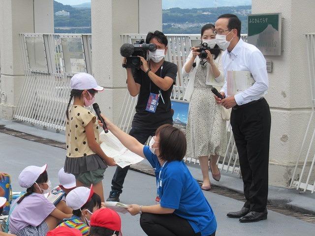 9月21日の国際平和デーに合わせ、市役所屋上で岩松小3年生が「平和の鐘」を鳴らしました_f0141310_07084107.jpg