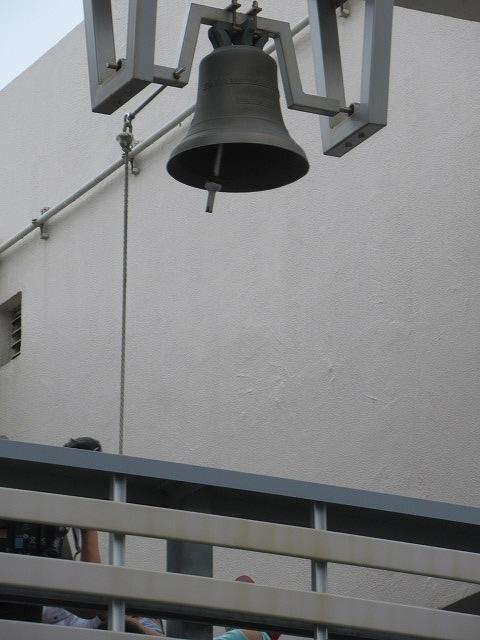 9月21日の国際平和デーに合わせ、市役所屋上で岩松小3年生が「平和の鐘」を鳴らしました_f0141310_07085771.jpg