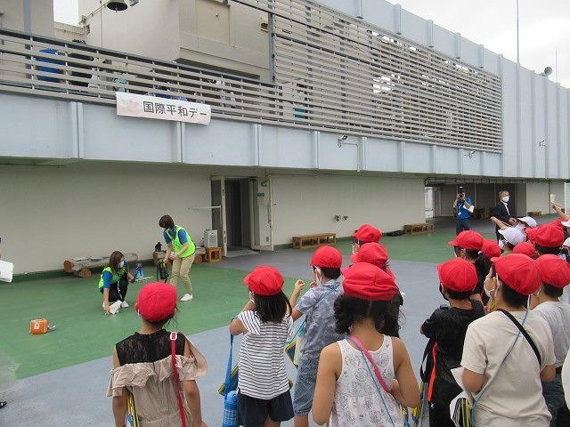 9月21日の国際平和デーに合わせ、市役所屋上で岩松小3年生が「平和の鐘」を鳴らしました_f0141310_07091176.jpg
