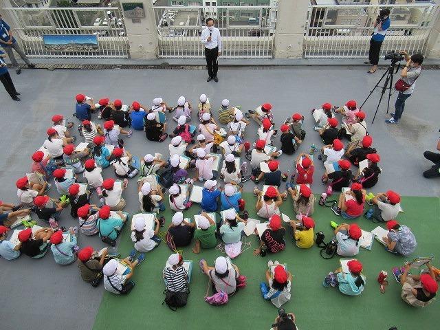 9月21日の国際平和デーに合わせ、市役所屋上で岩松小3年生が「平和の鐘」を鳴らしました_f0141310_07091866.jpg