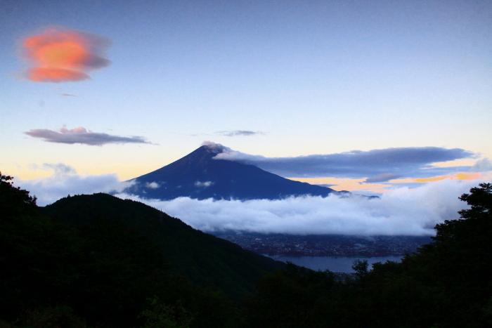 令和2年9月の富士(4) 御坂峠朝陽射し込む富士_e0344396_18552451.jpg