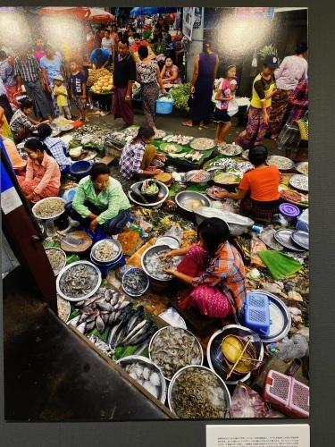ミャンマーの市場_f0134939_01102779.jpeg