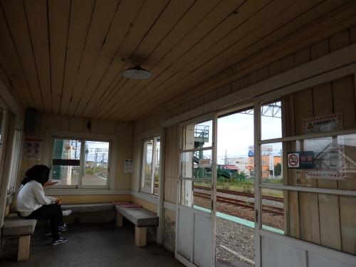 109年目の近文駅ホーム待合室_a0275468_23434118.jpg