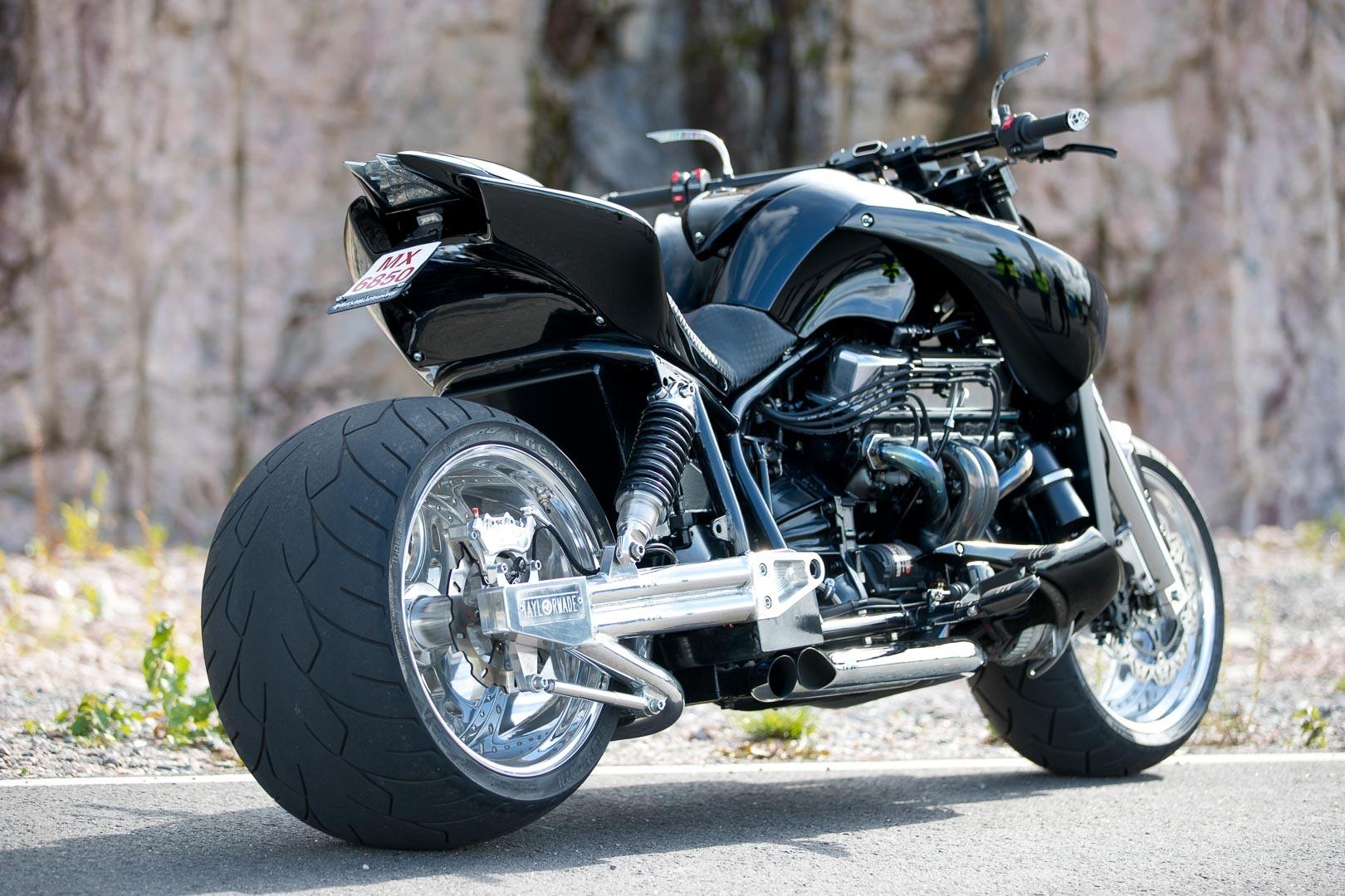 フロントタイヤが240のバイク_f0004270_06282818.jpg