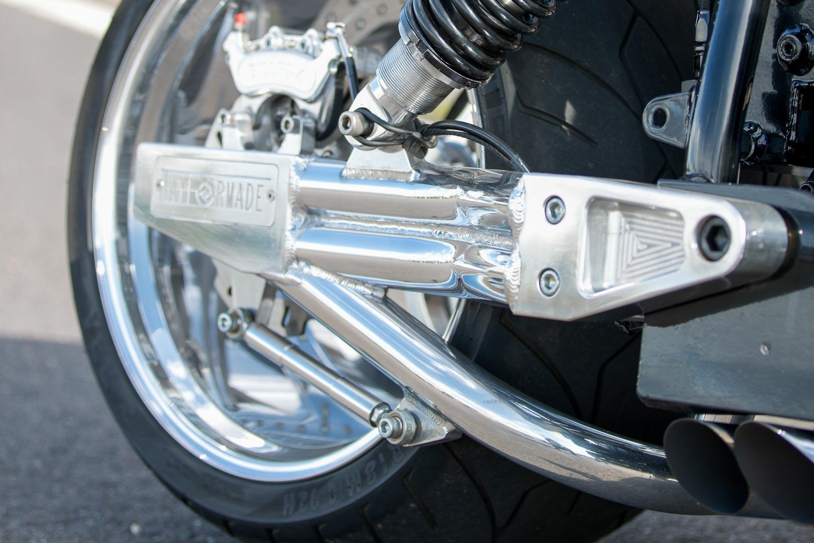 フロントタイヤが240のバイク_f0004270_06425869.jpg