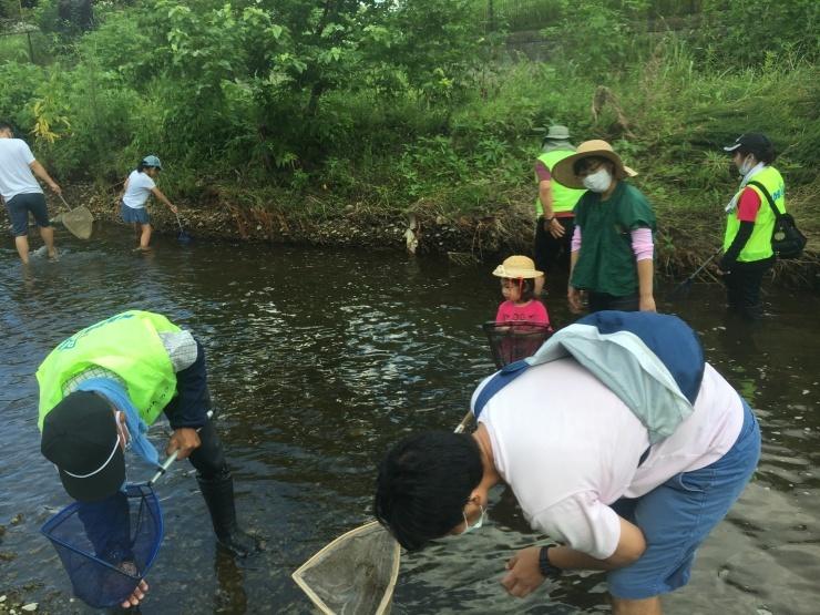 富士見町こどもサロン 空堀川で釣り!の支援をしました!_a0258102_21223261.jpg