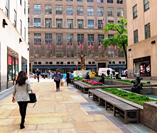 第二回フリーズ・スカルプチャー・アット・ロックフェラー・センター(Frieze Sculpture at Rockefeller Center)_b0007805_06330332.jpg