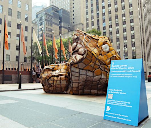 第二回フリーズ・スカルプチャー・アット・ロックフェラー・センター(Frieze Sculpture at Rockefeller Center)_b0007805_06411535.jpg