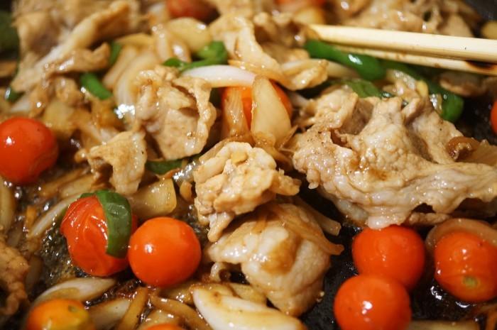■晩ご飯【簡単5分!!牛丼のタレでミニトマト入り豚丼を作りましたが美味しかったです♪】_b0033423_18523084.jpg
