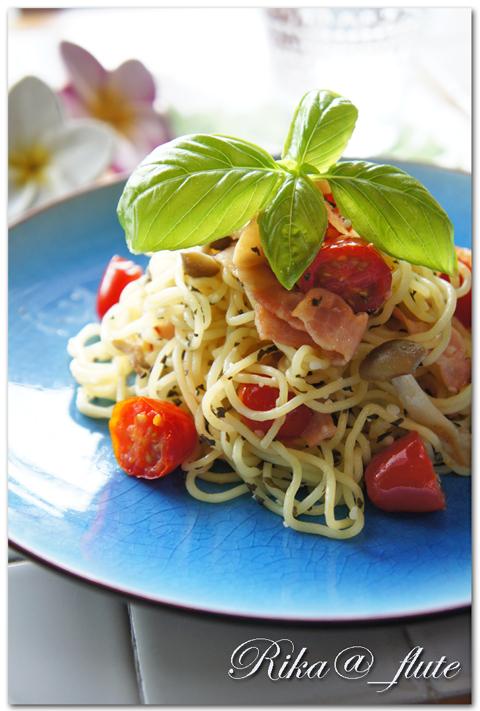 トマトとバジルの塩麹焼きそば_c0103827_13083818.jpg