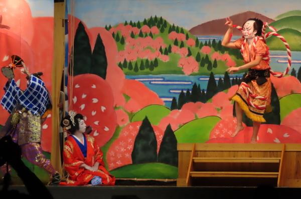 静かな境内で森岳歌舞伎が奉納されました_b0238249_21035514.jpg