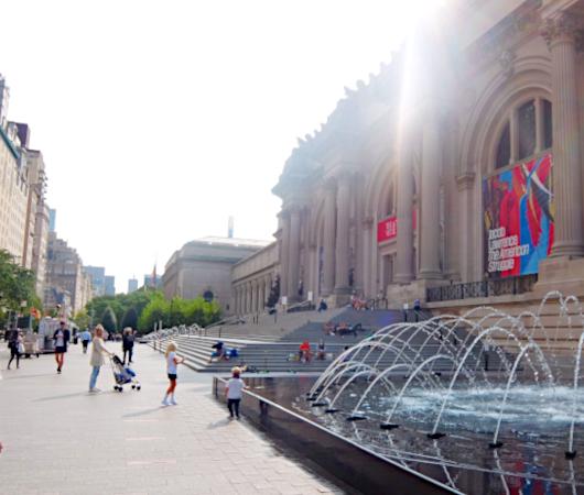 メトロポリタン美術館前のホットドック屋さんは、まだお休み?_b0007805_02434642.jpg