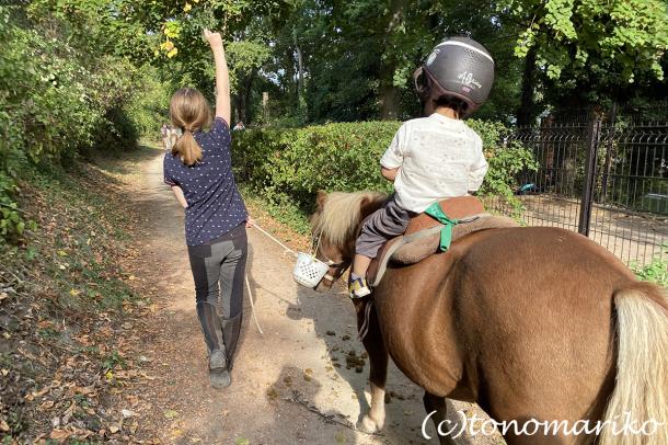 乗馬クラブのちびっ子ポニー体験会_c0024345_17215268.jpg