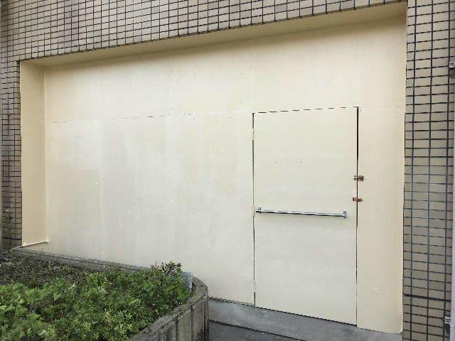 連休明けの塗装工事_f0031037_17170623.jpg