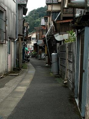 長崎市青山町・・・茂木通い、アラ煮定食と茂木ネコ_d0005250_19485133.jpg