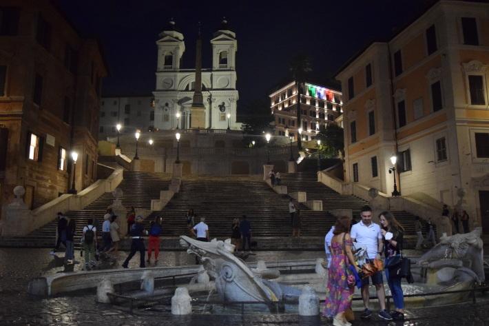 夜のお散歩♩ - ローマより愛をこめて