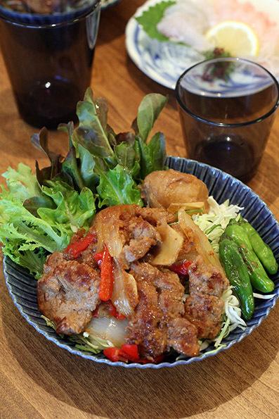 鶏肉と栗の煮物と豚の生姜焼き_e0137277_16305647.jpg