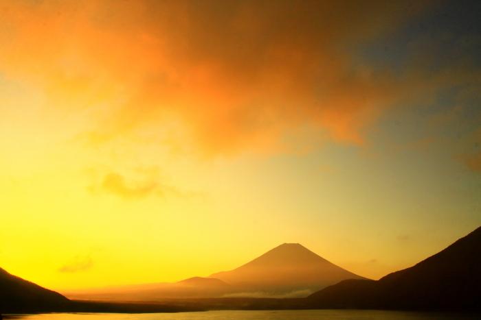 令和2年9月の富士(7) 本栖湖日の出の富士_e0344396_12435489.jpg