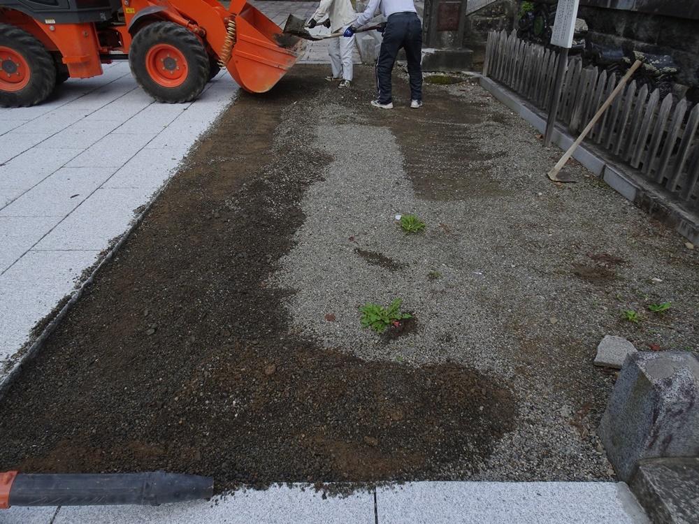 石畳敷き工事再開_c0111229_18460866.jpg